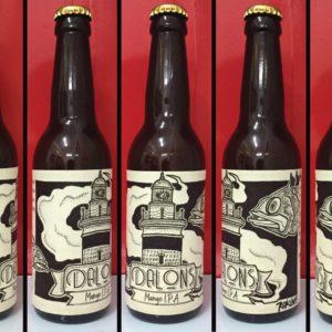 Etiquette d'une bouteille de biere avec le dessin d'un phare