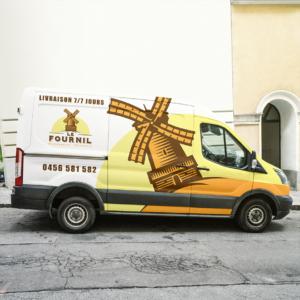 Camion personnalisé avec le logo d'une boulangerie en total covering