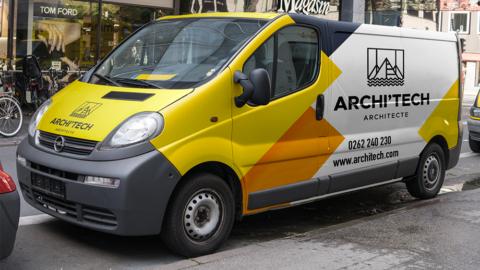 Total covering d'un camion avec le logo d'un cabinet d'arhcitecte